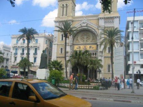 По улиците на столицата, град Тунис