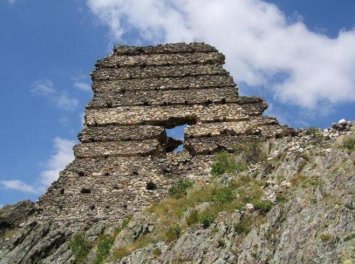 Стени на Аневско кале