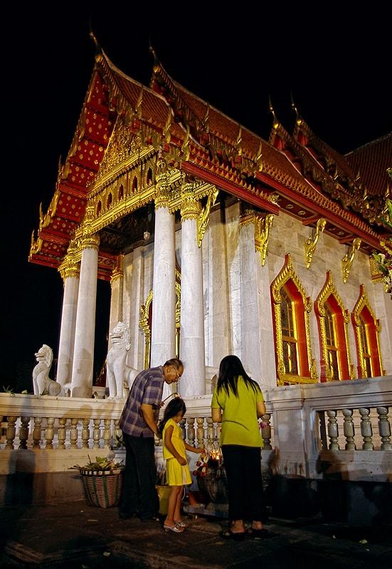 Мраморният храм. Богомолци в нощта на Мака Буча