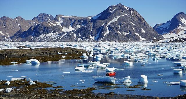 icebergs-889770_640