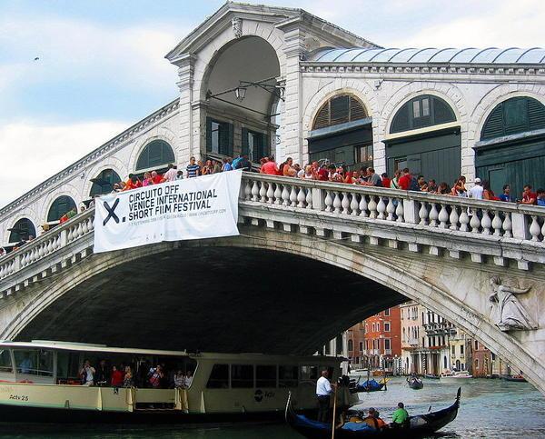 rialto bridge - packed