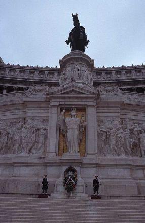 monument-emmanuel